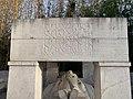 Monument aux morts du parc Jouvet (Valence) - soldat étendu.jpg