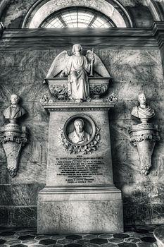 Monumento al conte Giovanni Giulini della Porta - Benedetto Cacciatori.jpg