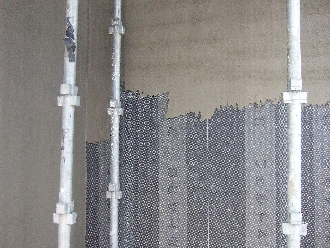 施工中のモルタル外壁