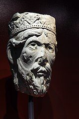 Tête de statue-colonne : un roi