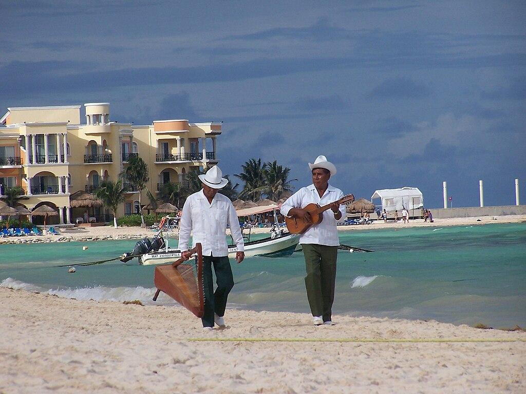 Musicos playa del carmen