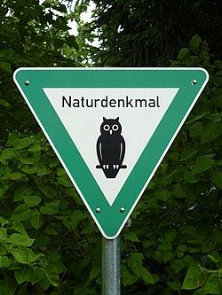 Naturdenkmal-Schild 2014-06 Berlin-Wartb 1483-1363-120.jpg