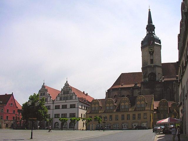 640px-Naumburg_Marktplatz_mit_Brunnen_Heiliger_Wenzel_Renaissanceh%C3%A4user_St._Wenzelskirche_2007_Foto_Wolfgang_Pehlemann_Wiesbaden_DSCN2542.jpg