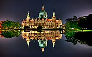 Neues Rathaus at night.jpg