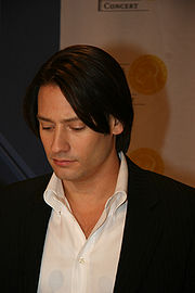 URS BUHLER 180px-Nobel_Peace_Prize_Concert_2008_Il_Divo,_Urs_B%C3%BChler