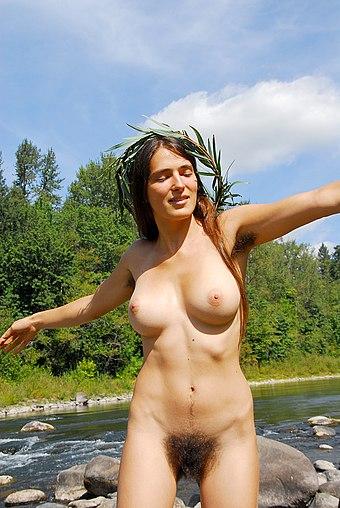 Schamhaar Mädchen mit mit nackt Voyeur Camping