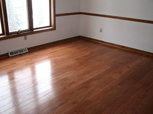 Varnish - Varnished oak floor