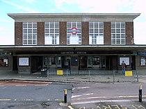 Oakwood tube station better.jpg