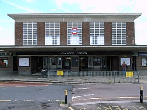 Oakwood tube station - Image: Oakwood tube station better