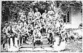 Oficerowie 5 p.p. LP przed dworkiem w Konarach, 1915.jpg