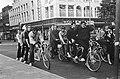 Op de fiets Parijs-Amsterdam-Parijs door acht Franse studenten op hun vierpersoo, Bestanddeelnr 920-7516.jpg