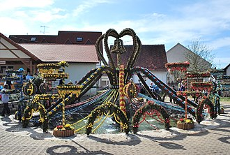 Osterbrunnen - Image: Osterbrunnen Bieberbach 2010