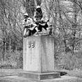 Overzicht van het Oorlogsmonument van de Grenadiers en Jagers, van Dirk Bus - 's-Gravenhage - 20396078 - RCE.jpg