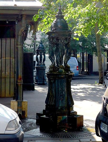 Fichier:P1030930 Paris IV fontaines Wallace de la place Louis-Lépine rwk.JPG