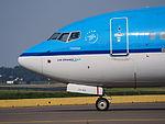 PH-BCA KLM Royal Dutch Airlines Boeing 737-8K2(WL) - cn 37820 taxiing, 25august2013 pic-3.JPG