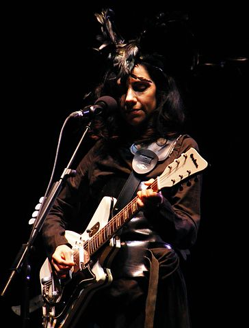 364px-PJ_Harvey_in_2011.jpg