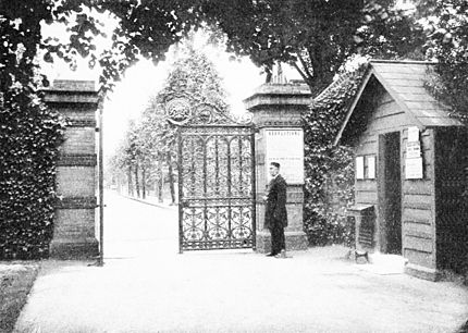 PSM V50 D193 Kew gardens cumberland gate with guard.jpg