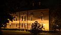 Pałac Strzelce nocą.jpg