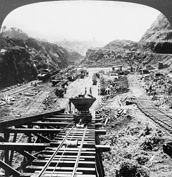 Construction work on the Gaillard Cut is shown in this photograph from 1907. Panama Canal under construction, 1907.jpg