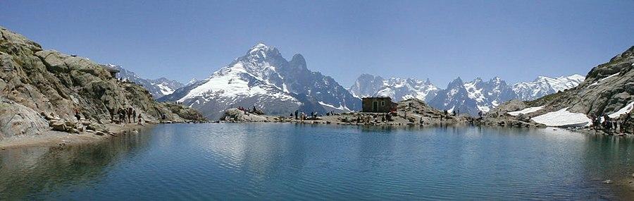 Panorama du Lac Blanc des Aiguilles Rouges.jpg