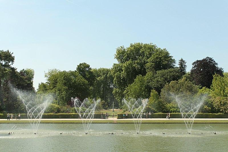 File parc de versailles bassin du miroir jets d 39 eau 06 for Bassin miroir