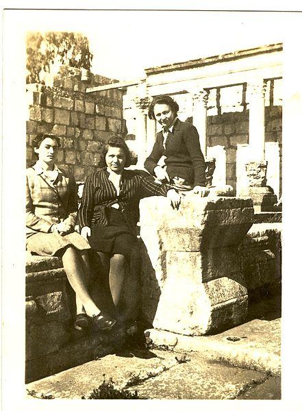 ברטה קרמר בביקור בכפר נחום ב-1945