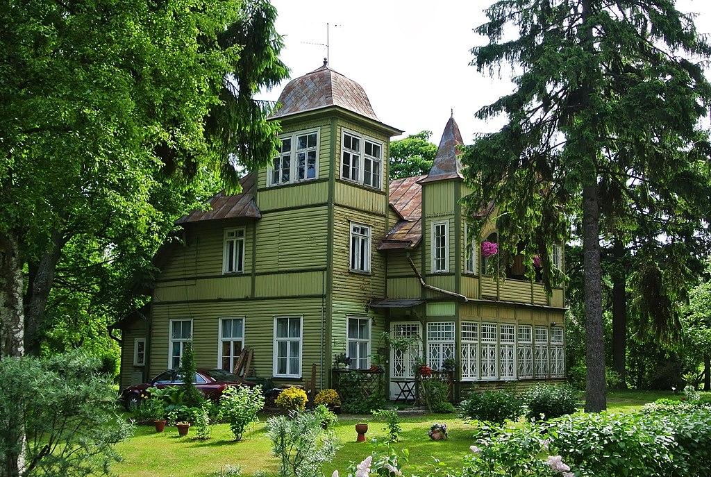 Belle maison bourgeoise en bois dans le quartier de Pirita à Tallin. Photo de Ben Bender.
