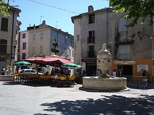 Place de la Mairie (Tourves).JPG