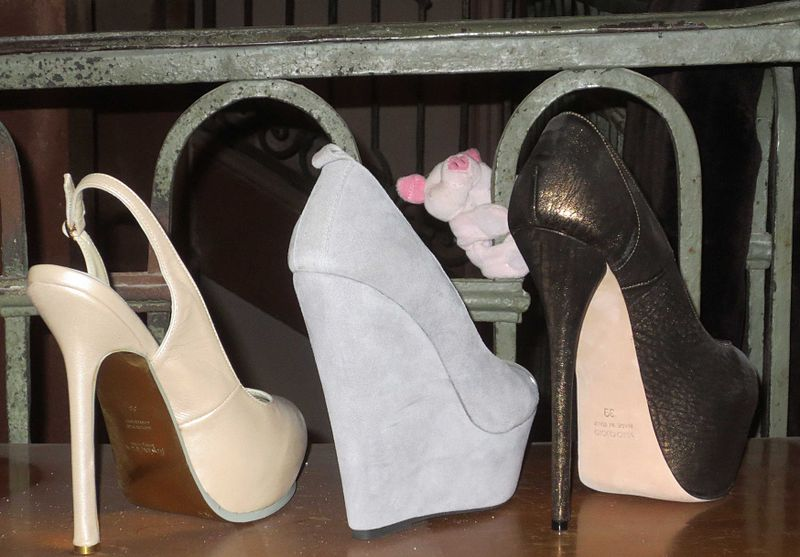 File:Plateau High Heels.jpg