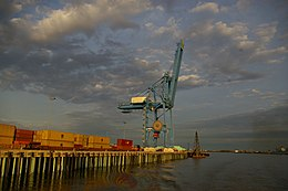 Port Crane on the Mississippi at New Orleans.jpg