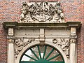 Portal of Spinnhaus at the Alster, Hamburg (crop2).jpg