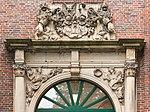 Portal of Spinnhaus at the Alster, Hamburg (crop2).jpg