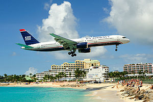 US Airways Boeing 757 on final approach to St ...