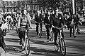 Prins Claus en staatssecretaris Smit-Kroes rijden voorop, Bestanddeelnr 930-5110.jpg