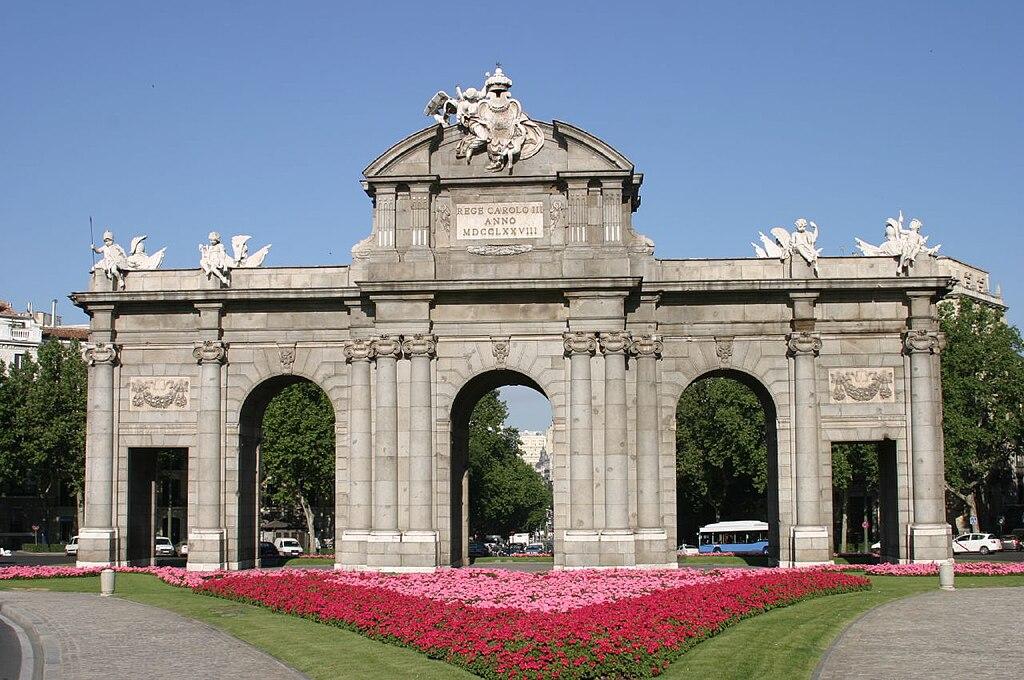 File puerta de alcal madrid wikimedia commons - La puerta de alcala ...