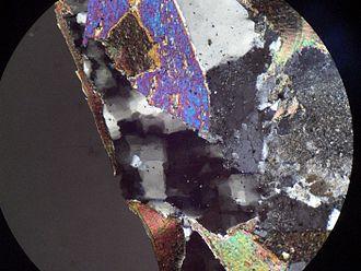 Undulose extinction - Image: Quartz micro 2