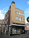 foto van Halfvrijstaande winkel met dubbele bovenwoning