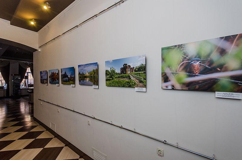 Частина експозиції фотовиставки «Пам'ятки України».