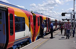 Reading railway station MMB 65 458011 458017.jpg