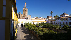 Real Alcázar. Patio de Banderas.jpg