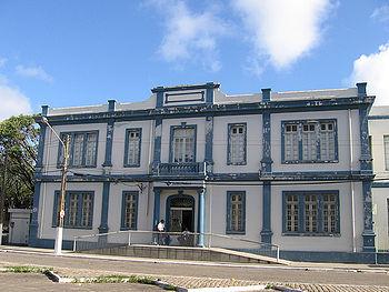 Português do Brasil: Filial da Receita Federal...