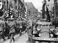 Reichsparteitag NSDAP Nürnberg 1935-09 Hitler SA Marsch Parade Salute Mercedes Blutfahne etc Narodowe Archiwum Cyfrowe 3 1 0 17 12273 33938 Robert Sennecke Intern. Illustrations-Verlag Berlin. Nazi Party rally Marked Public domain.jpg