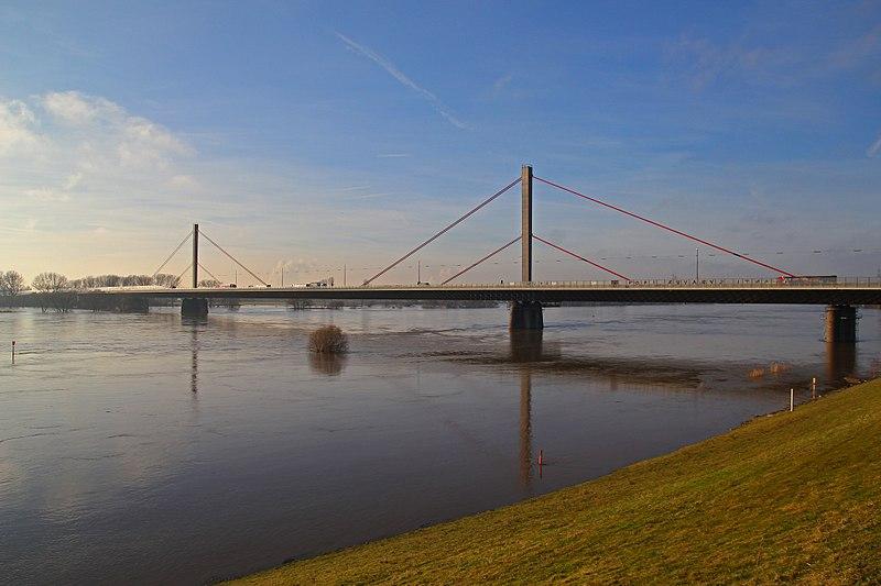 File:Rheinhochwasser Januar 2011 - LEV Autobahnbruecke 06.jpg