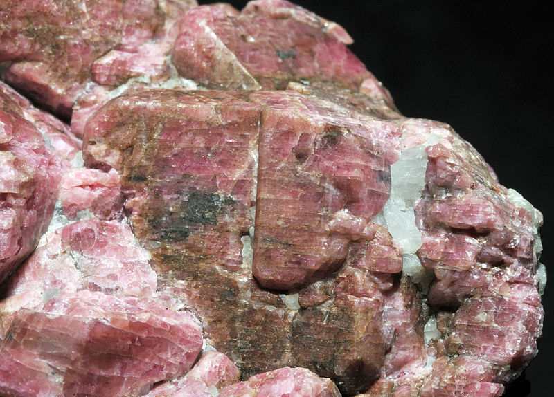 File:Rhodonite, calcite 300-4-6656.JPG