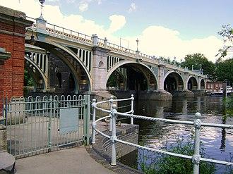 Richmond Lock and Footbridge - Image: Richmond Lock Weir and Footbridge at St Margarets panoramio