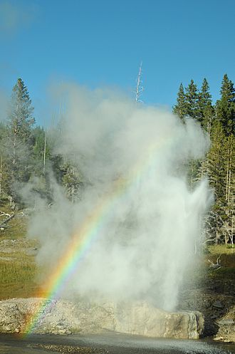 Riverside Geyser - Image: Riverside geyser with rainbow 20100825 181022 1