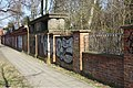 Roelckestraße 46-51 (Berlin-Weißensee) Friedhofsmauer.jpg