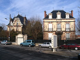 Romilly-sur-Seine - Buildings next to the station.jpg