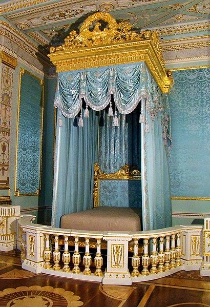 File:Royal bedchamber.jpg