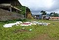 Séchage du linge à Claudino Faro (São Tomé) (2).jpg
